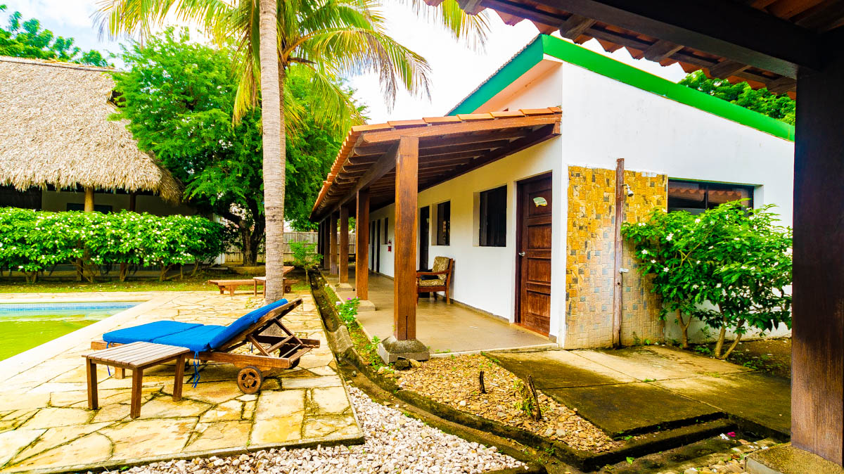 Hotel for sale at Gigante Beach (1)