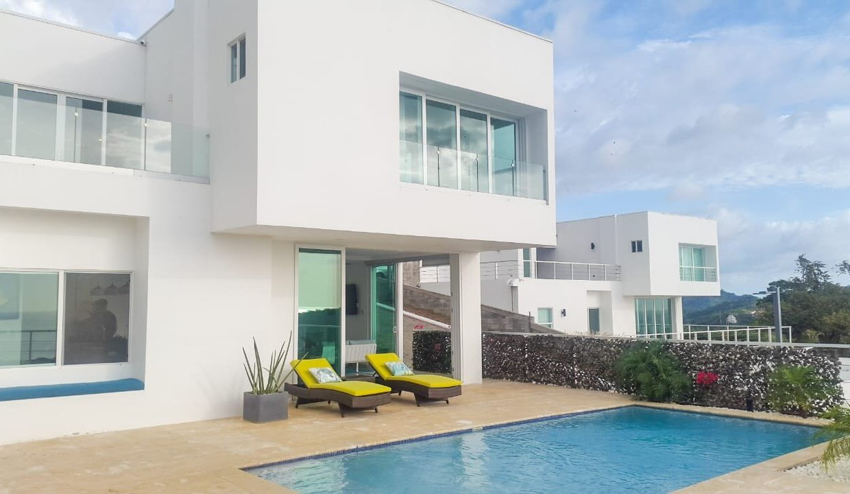 Luxury hilltop house and pool (1)