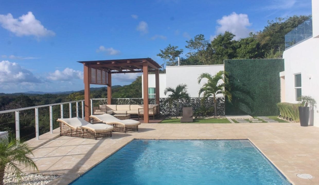 Luxury hilltop house and pool (26)